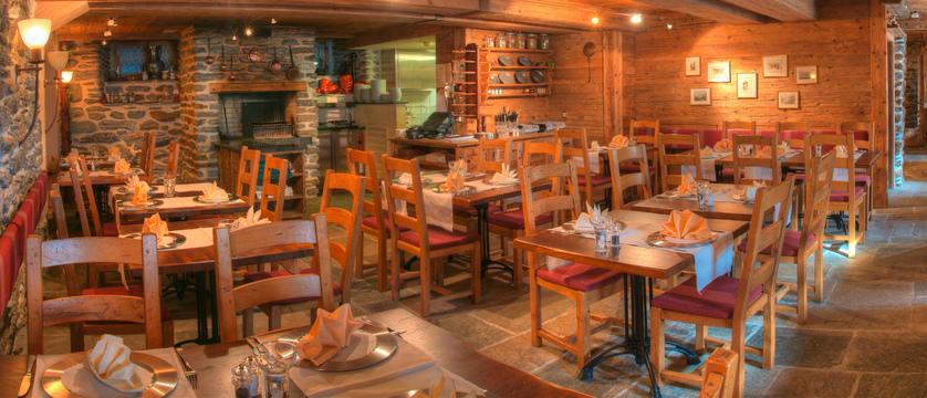 switzerland_saas-fee_hotel-sunstar-beausite_dining -room.jpg